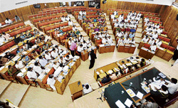No representation: Many seats are empty in the BBMP Council Hall as ruling and opposition members skipped budget session in Bangalore on Tuesday. dh photo