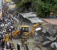 BBMP on a demolition drive near Someshwara temple in Ulsoor on Wednesday. DH Photo