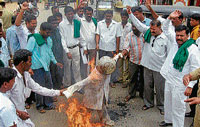 Ire: Protesters setting on fire the effigy of Union Petroleum Minister Murli Deora, condemning the centre's policy on fuel price, in Chamarajnagar on Thursday. Dh Photo