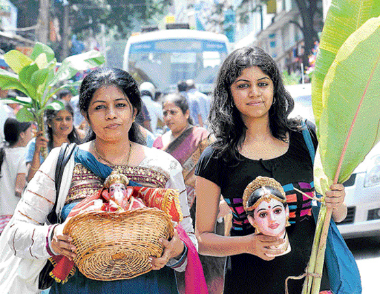 Ganesha idol is bought and decorated prior to the festival. DH Photos by Manjunath MS