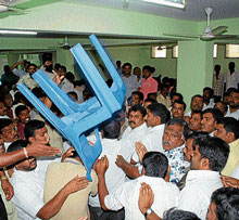 Congress workers clash during the preliminary meeting held to discuss election  of president,  district unit, in Mandya on Friday.  DH Photo