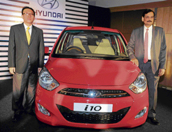Hyundai South Zone - Sales & Marketing Head Y S Kim and Director Marketing Arvind Saxena, launching the  new Hyundai i10 in Bangalore on Saturday. DH PHOTO