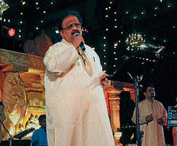 Singer Dr S P Balasubramanyam performing at Palace premises in Mysore on Friday.  DH Photo