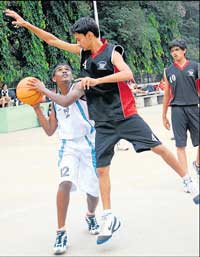 Sagar of Sindhi High School tries to block St Jos-eph's Indian High School's Uday Kumar on Tuesday. DH Photo