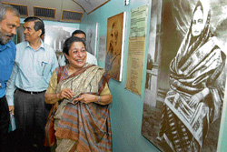 Work or art: Theatre personality Arundhati Nag appreciates a work on display in Sanskriti Express at Cantonment Railway Station in Bangalore on Monday. The special train showcases the work of Rabindranath Tagore. DH Photo