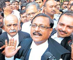 Supreme Court advocate Satyapal Jain, Speaker K G Bopaiah's counsel, talking to the media after the verdict in Bangalore on Friday. Law Minister S Sureshkumar is also seen. DH Photo