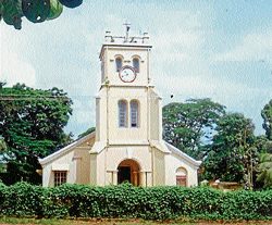 St. Paul's Protestant Church adjacent to Nehru Maidan in Mangalore. (Right) St Paul's cemetry at Old Kent Road.