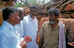Food and Civil Supplies and District-In-Charge Minister V Somanna visiting Shanthigrama in Hassan taluk on Friday to assess damage caused by recent rains. DH Photo