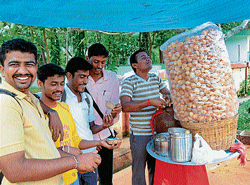 College students eating golgappas at one of their favourite hangout spots near University of Mysore.  dh photo