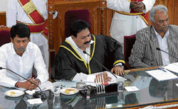 HOT DEBATE: Mayor S K Nataraj Chairing BBMP general body meeting in Bangalore on Friday. Deputy Mayor Dyananda and Commissioner Siddaiah are seen. DH PHOTO