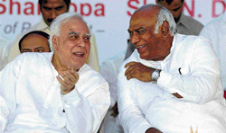 this is how it is: Union Human Resource Development Minister Kapil Sibal and Union Labour Minister Mallikarjun Kharge share a lighter moment at the foundation stone-laying ceremony for Central University of Karnataka at Kadaganchi near Gulbarga on Friday. dh Photo
