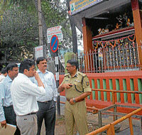 Deputy Commissioner, Harsh Gupta, Police Commissioner, Sunil Agarwal, MCC Commissioner, K S Raykar discussing a point near 101 Ganapathi Temple, in Mysore on Saturday.  DH photo