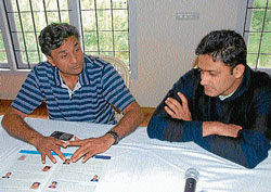 Cricketers Javagal Srinath and Anil Kumble at the Chikmagalur Golf Club. DH PHOTO