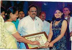 Honour Anjali V Bhat receiving 'Voice of Mysore' award during 'Yuva Dasara-2009' in Mysore. Pic by special arrangement
