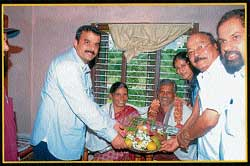 MLA K Lakshminarayana visited the house of Ashwini Akkunje and felicitated her parents.