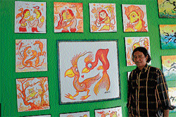 Artist Leslie Thyagarajan with 'Filterism' paintings. DH photos by Anurag Basavaraj
