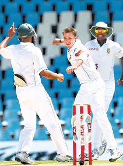 pace demon: Dale Steyn (centre) is ecstatic after dismissing last man Jaidev Unadkat. AFP