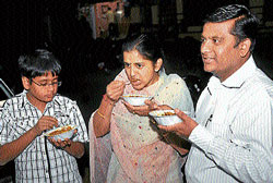 Customers feasting on  chaat at Agarwal Chaat and Snacks Centre in Saraswathipuram in Mysore. DH photos by Prashanth H G