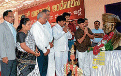 Relevant:  Medical Education and District In-Charge Minister S A Ramdas and Mayor Sandesh paying tributes to the bust of Sir M Visvesvaraya at the 'Vidyut Ulithaya Andolana' in Mysore on Sunday. MLC Prof K R Mallikarjunappa, Deputy Mayor Pushpalatha Jagannath, programme co-ordinator Sreeshail Raman, singer Rajesh Krishnan and others are seen. DH Photo