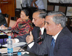 Expanding : Reserve Bank of India Regional Director Vijaya Bhaskar at a meeting of the State Level Bankers' Committee in Bangalore on Monday. SLBC Chairman Basanth Seth and Additional Chief Secretary Meera Saxena are with him.  DH photo