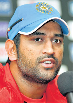 M S Dhoni addresses the media in Bangalore on Thursday. DH PHOTO
