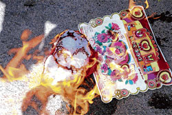 V-Day cards burnt by right wingers at Chikmagalur. KPN