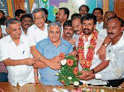 Newly nominated Chairman of Mysore Urban Development Authority Nagendra being congratulated by MLCs Thontadarya, Prof K R Mallikarjunappa and G Madhusudan in Mysore on Thursday. BJP City President Shivakumar, party leader Yashaswini Somashekar are seen. DH Photo