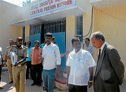 on toes: Minister for Social Welfare and Prisons A Narayanswamy discussing with ADGP (Prisons) Kuchchanna Srinivasan, after inspection at Central Prisons of Mysore, on Saturday. DH photos