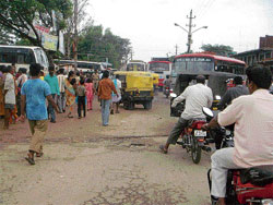 Dangerous: The haphazard traffic on the Bagepalli Main Road.DH photo