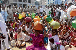 thirst threat: Residents of Subhashnagar demonstrate for water at Jakkarayanakere on  Friday. KPN