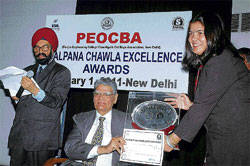 Reena Kaushal Dharmshukta receives the Kalpana Chawla Award from the Chandigarh-based Punjab Engineering College Old Boys' Association in Delhi.
