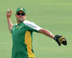 Jack of all trades: The bulwark of South African batting, Jacques Kallis will once again carry South Africa hopes when they lock horns with New Zealand in the third quarterfinal at Mirpur on Friday. DH photo/Srikanta Sharma R