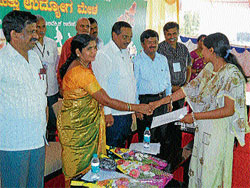 Zilla Panchayat Vice-President Parvathamma Nanjundachar handing over appointment letter to a girl at two-day job mela held in Hassan on Saturday. MLA H S Prakash is also seen. Dh photo