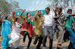 For theatre: Artistes dance at the inaugural of World Theatre Day celebrations at Rangayana in Mysore on Sunday. dh photo