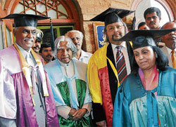 Dean Dr Nehruzii, former president A P J Abdul Kalam, Srikantadatta Narasimharaja Wadiyar and Pramodadevi Wadiyar at the convocation of GEMS B School of Mysore Maharaja Institute of Higher Education and South Asia University in Bangalore on Thursday. DH photo