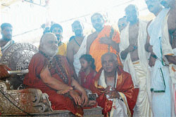 Chief Minister B S Yeddyurappa receiving prasada from Sringeri Sharada peeta seer Bharathitheertha Swamy.