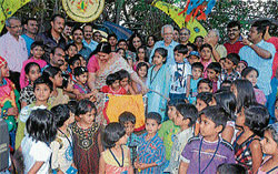 Cine actress Jayamala shares a lighter moment with children at the inauguration of 'Kindarajogi Makkala Santhe' summer camp, in Mysore recently. DH photo