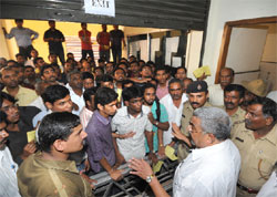 Angry young men: Comed-K Secretary Dr S Kumar pacifies the protesting students and their parents during the counselling for seats in medical and dental postgraduate courses at the NMKRV College in Bangalore on Tuesday. DH PHOTO