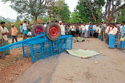Mother and son were killed in a road mishap at Kurichikkanahalli in Sakharayapattana police station limits on Tuesday. DH PHOTO