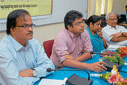 MCC Commissioner K S Raykar, Deputy Commissioner Harsh Gupta participate in a workshop, in Mysore on Wednesday.  Dh photo