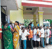 A Fruitless wait Farmers queue up in front of a tahsildar's office to get documents required to apply for the Suvarna Bhoomi Yojana. DH photo