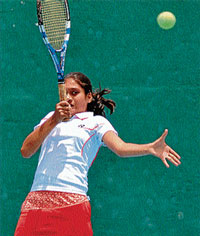 WINNER: Unseeded Aashika D Urs returning the serve of Nikita Deshmukh at the 'Andolana Cup' at Mysore Tennis Club, in Mysore on Tuesday. DH PHOTO BY PRASHANTH H G