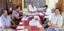 Principal M R Jagadeesh of Government Pre-university College, Malur, announces the II PUC results. DH Photo