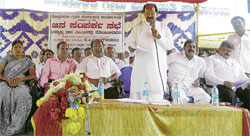 'Reaching the people': Union Minister for Law and Justice Veerappa Moily speaks at the Janasamparka meeting organised on Saturday at Doddamarali in Chikkaballapur taluk. Zilla Panchayat member Manjula Venkatesh, chief executive officer B S Shekharappa, legislators K P Bachegowda, N Sampangi and Venkataswamy are present. dh photo