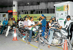 Motorcyclists queue up at a petrol bunk on Residency Road after the hike in petrol price on Saturday. dh Photo