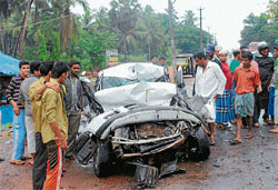 A view of the mangled remains of a car which met with an accident at Kallapu on Wednesday morning. DH photo