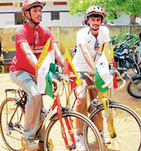 Mohan (right) and Muniraju before they embarked on a  bicycle jatha to Himalayas. DH Photo