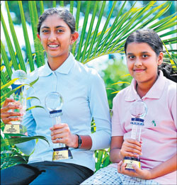 Aditi Ashok  (left) and Shruti Shenoy pose with their spoils at the KGA on Thursday. DH PHOTO