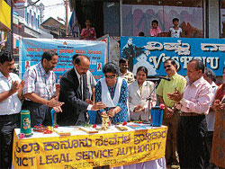 ZP Health and Education Standing Committee President Kanthi Belliyappa inaugurating an AIDS awareness programme jointly organised by Karnataka State AIDS Prevention Society, District Administration, District Health and Family Welfare Department and District Legal Services Authority in Madikeri on Saturday. DH PHOTO