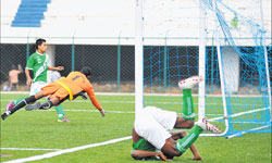 HASC's Malemngamba Meitei (left) scores past SAI goalkeeper Jayanth Kumar in the Super Division football league at the Bangalore Football stadium on Monday. DH photo